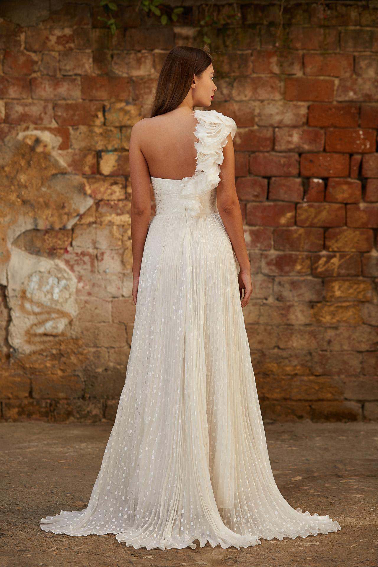 Sulk ruffles bridal gown